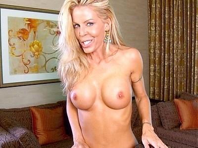 Sexy tara reid shows her ass